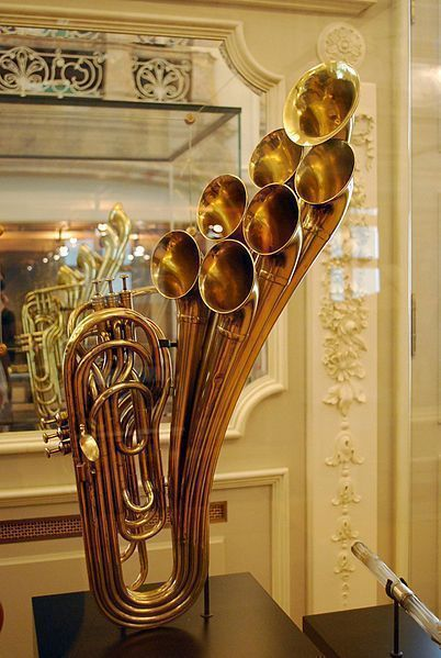 Antique_brass_instrument_on_display_at_the_Musical_Instrument_Museum