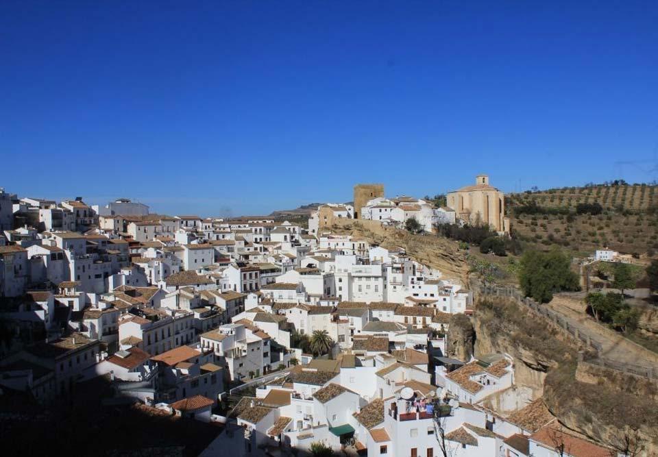Vista de Setenil - Parroquial y Castillo al fondo