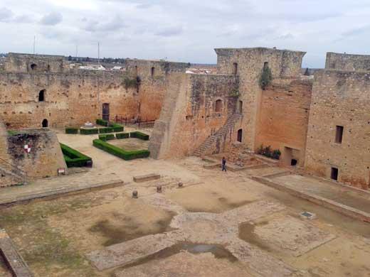 Interior Castillo de los Guzmán