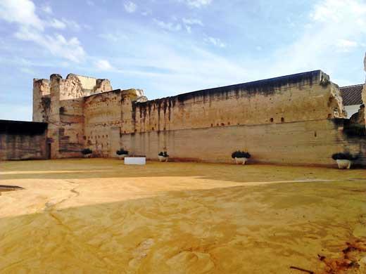 Castillo de Moguer, torre norte y lienzo construidos en tapial